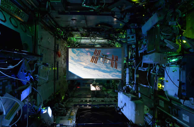 Screen Innovation Zero Gravity - ISS Viewscreen